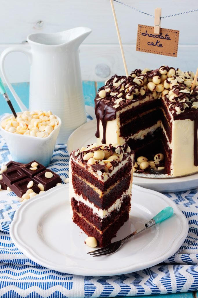 Tarta de chocolate negro y blanco con crema de pistacho
