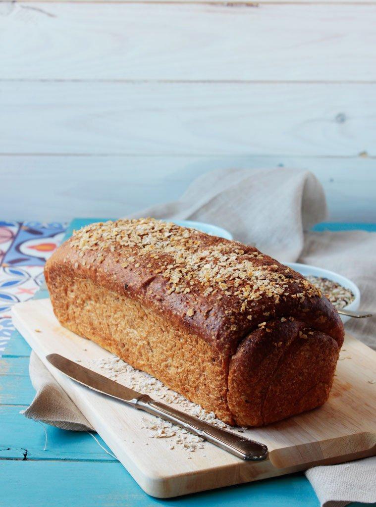 Pan de molde con avena y semillas